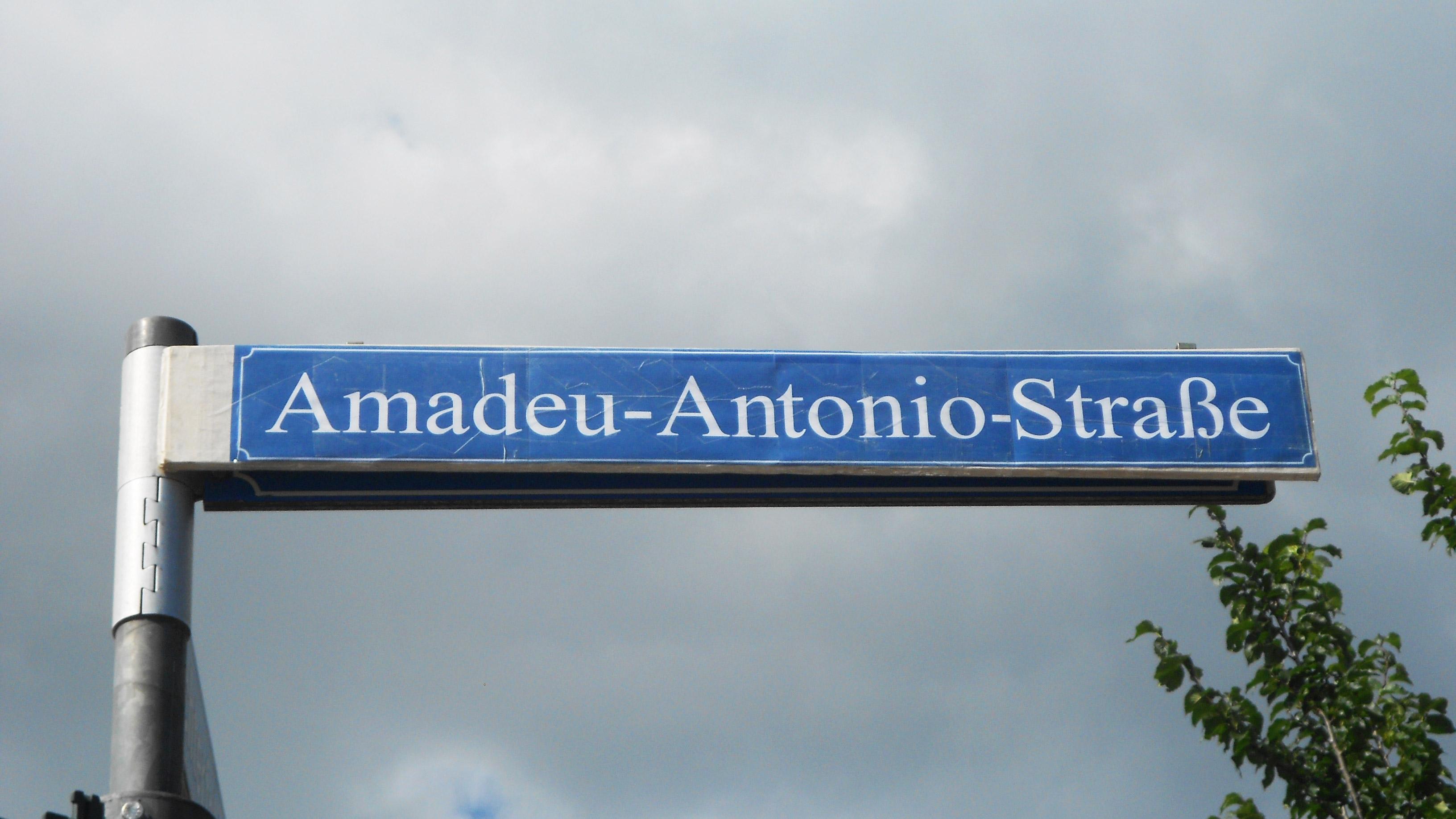 Amadeu_Antonio_Straße_16_9