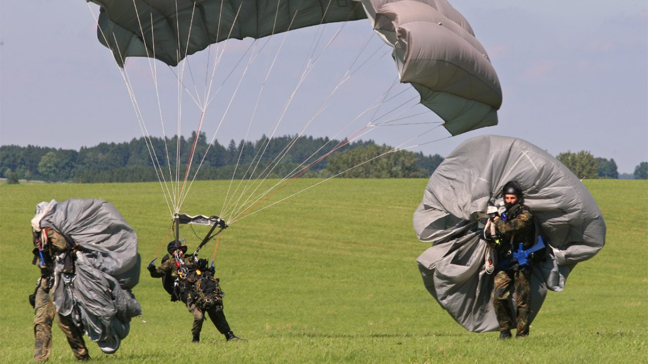 Bundeswehr_Fallschirmspringen
