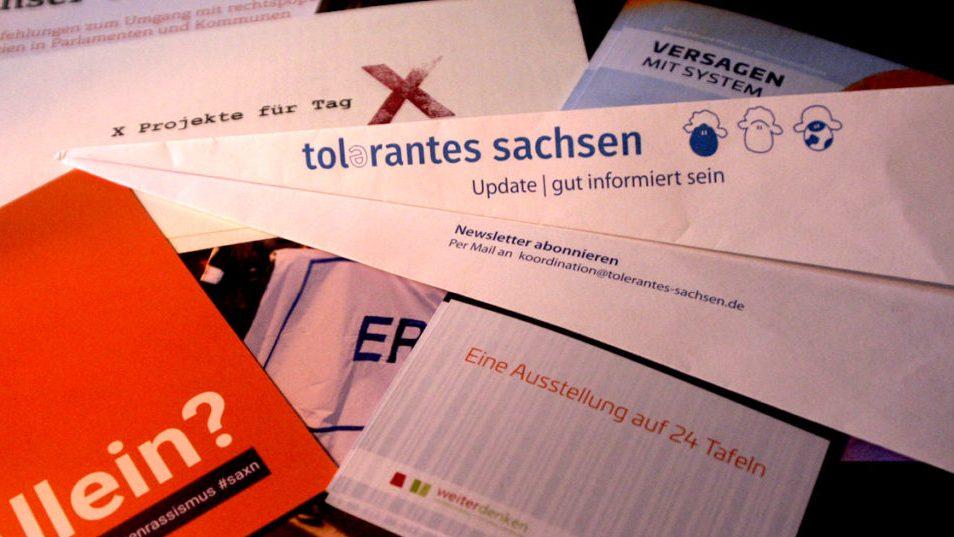 Flyer und Broschüren verschiedener Initativen
