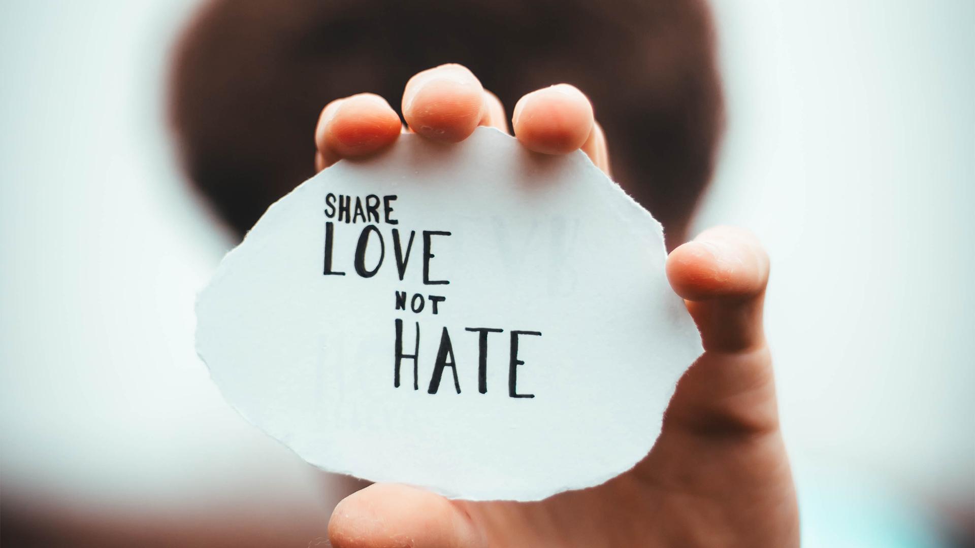 Website Bild Firewall Share Love not Hate